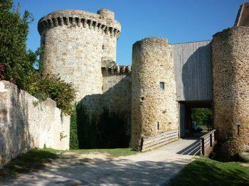 Chateau-de-la-Madeleine-facade